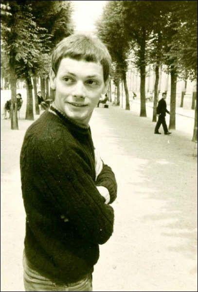 Patrick Bourdeaux, a d'abord joué au théâtre sous le nom de Sous le nom de Patrick Maurin, puis participé au Café de la Gare, avant de se révéler au grand public à partir de 1974. C'est ...
