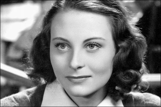 Simone Roussel, née en 1921, a été, depuis 1938, l'une des grandes actrices du cinéma français. Elle est connue sous le nom de ...