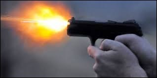 Lorsqu'il y a un moment d'intense activité, quand il y a le plus de travail, dans quel domaine parle-t-on de ''coup de feu'' ?