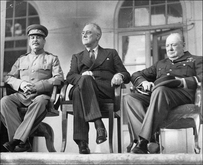 """La première réunion entre les """"Trois grands"""" avec Churchill, Roosevelt et Staline, en 1943 s'est déroulée dans quelle ville ?"""