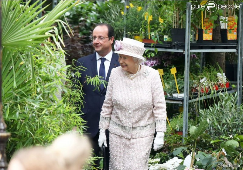 Parlons chiffons, maintenant ! Les chapeaux d'Élisabeth II ont toujours une signification. Vrai ou faux ?