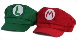 A qui appartiennent ces casquettes ?