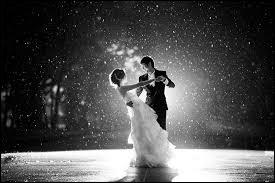 Comment s'appelle le moment où les mariés vont danser ensemble en premier ?