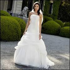 Traditionnellement, quelle est la couleur de la robe de mariée ?