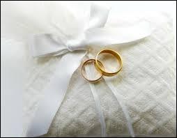 Comment s'appellent les bagues échangées par les mariés symbolisant leur union ?
