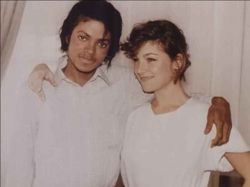 Comment se nomme la première petite amie de Michael Jackson ?