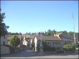 Quoi de mieux que d'acheter une tondeuse à Pelouse. Village d'Occitanie, il se trouve dans le département ...