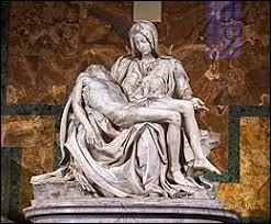 """Avec quel matériau Michel-Ange a-t-il sculpté la statue """"Pietà"""" ?"""