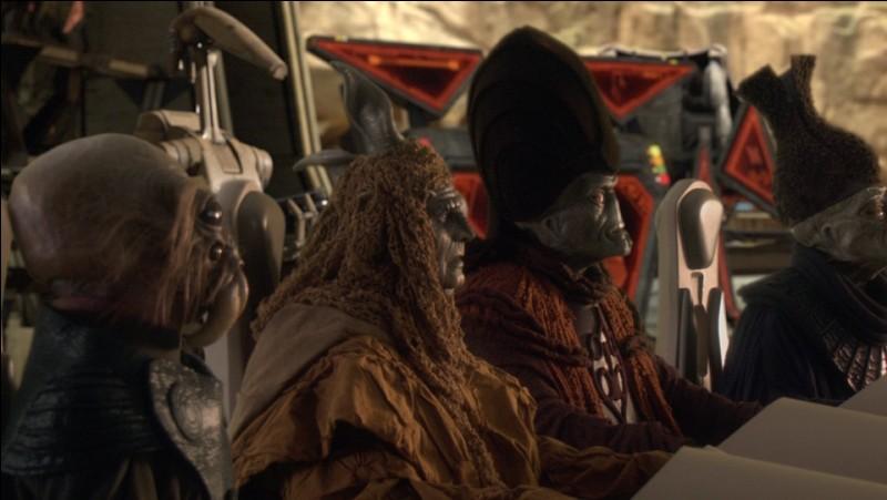 Dark Vador exécute les séparatistes de la CSI (Confédération des systèmes indépendants) sur la planète Mustafar dans l'épisode 3.