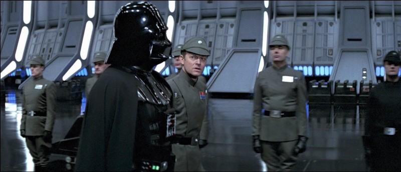 Dark Vador tue 2 officiers de l'Empire dans l'épisode 5, en les étranglant avec la Force.