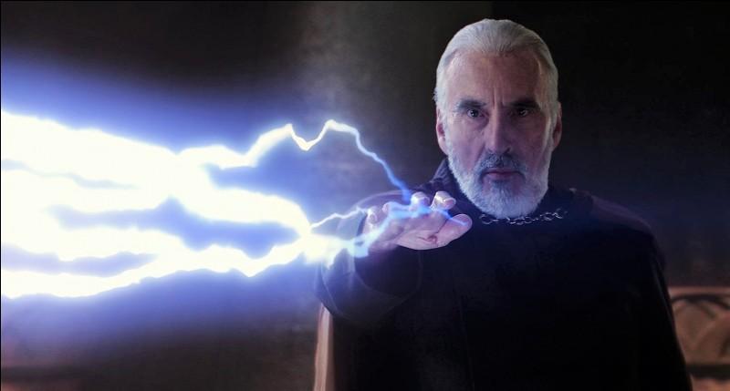Lorsqu'il affronte le comte Dooku dans l'épisode 2, Anakin a le bras gauche tranché.