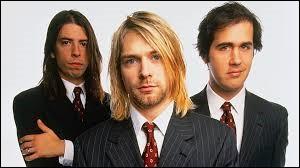 Nirvana chante ''Smells Like Teen Spirit''. Ce groupe a été créé dans une petite ville de l'État de Washington. Quelle ville écossaise porte le même nom ?
