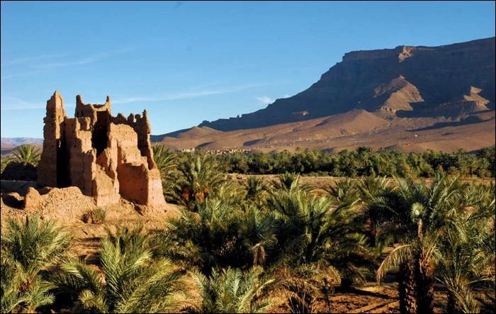 Climat désertique typique du Maroc avec des étés longs (mai à septembre) et torrides puis des hivers courts, mais agréablement chauds et des nuits fraîches.Nommez cette ville ainsi décrite par l'office du tourisme : ''La diversité culturelle de (…) n'est pas seulement au niveau architecture : monuments, ksours et kasbahs. La population multiethnique fait d'elle un creuset des civilisations.''