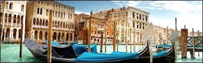 """Quelle ville italienne est aussi appelée """"ville des amoureux"""" ?"""