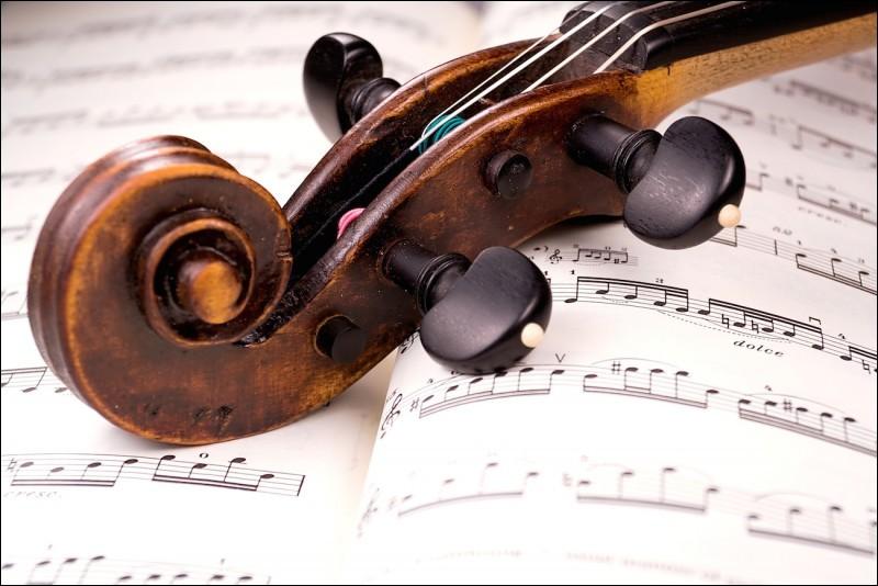 """Quel célèbre chef d'orchestre de l'orchestre philharmonique de New York a aussi composé la partition de """"West Side Story'' ?"""