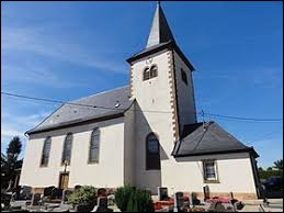 Nous sommes devant l'église Saint-Vincent d'Huttendorf. Village Bas-Rhinois, il se trouve dans l'ancienne région ...