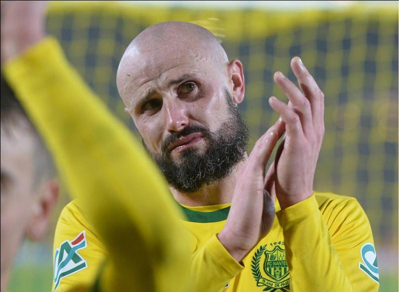 Sur quel score Nantes s'est-il incliné face à Nîmes, alors qu'il gagnait 2-0 ?