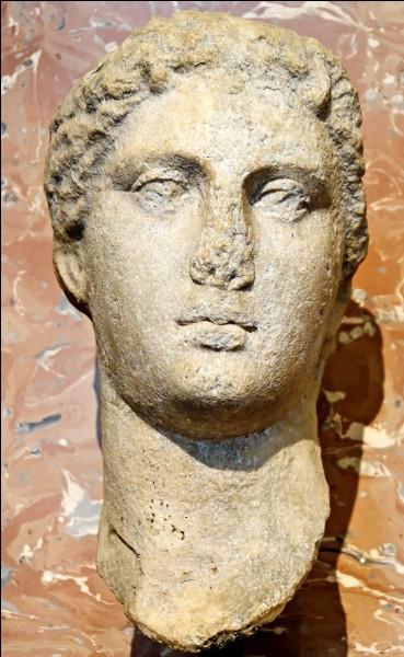 Qui était la soeur cadette de Cléopâtre VII ?