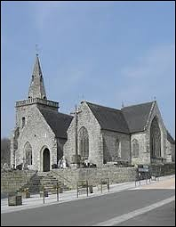 Nous commençons cette balade devant l'église Notre-Dame de Canihuel. Commune de l'arrondissement de Guingamp, elle se situe dans le département ...