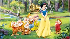 """Dans """"Blanche-Neige et les sept nains"""", quelle est la couleur de la pomme empoisonnée ?"""