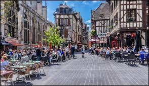 """""""Troyes"""" est une ville..."""