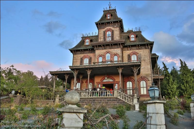 Sur quelle famille est fondée l'attraction Phantom Manor ?