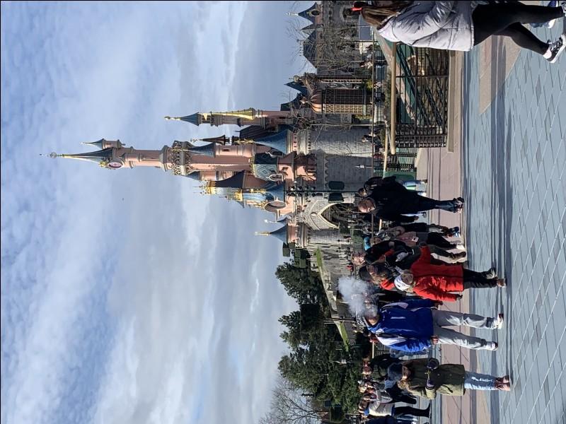 Quelle est la date d'ouverture officielle de Disneyland Paris ?