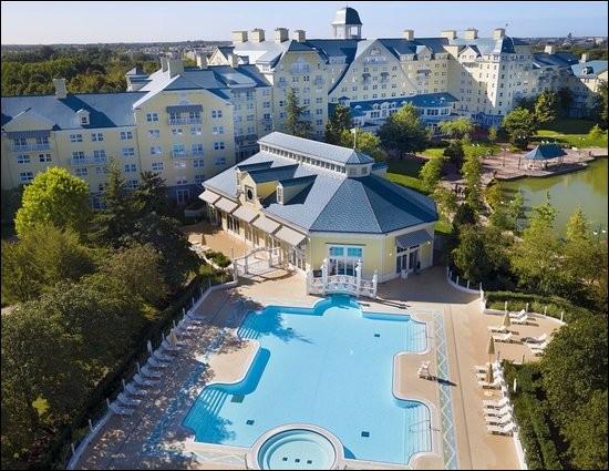 Combien d'hôtels Disney appartiennent à l'entreprise du même nom ?
