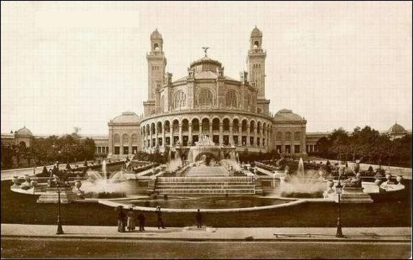Autrefois (de 1878 à 1937) , cette butte abritait ce palais mauro-néo-byzantin ainsi qu'une salle de concert de 5 000 places. Ou se situe-t-elle ?