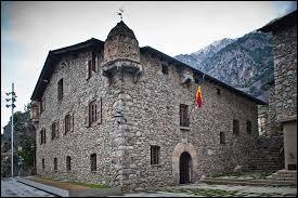 """La """"Casa de la Vall"""" est le siège du Conseil général..."""