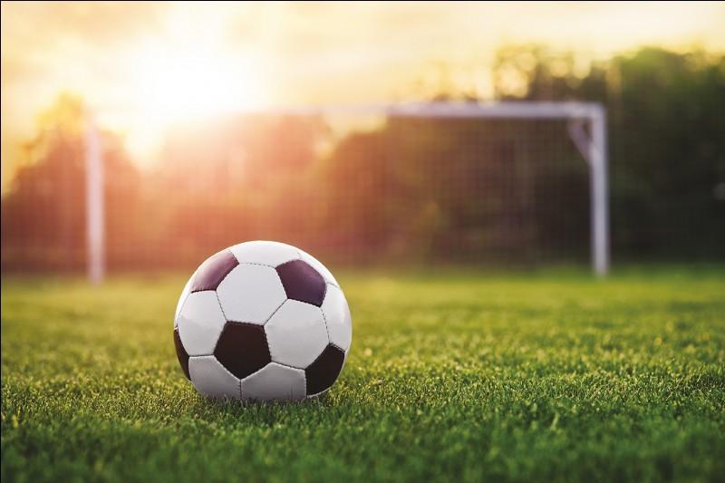 Quel club de football situé dans la région Occitanie évolue en Ligue 2 ?