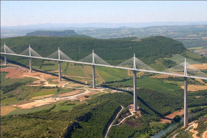 Qui était président de la République au moment de l'inauguration du Viaduc de Millau dans le département de l'Aveyron ?