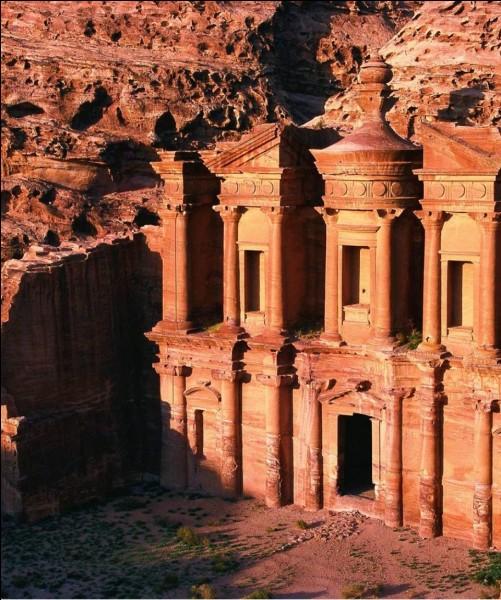 La cité de Pétra se trouve en Égypte.
