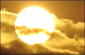 """Le mot """"soleil"""" se dit """"moon"""" en anglais."""