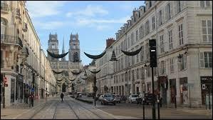 La ville d'Orléans se trouve dans la Sarthe.