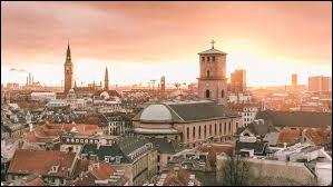 """Ma capitale est """"Copenhague""""."""
