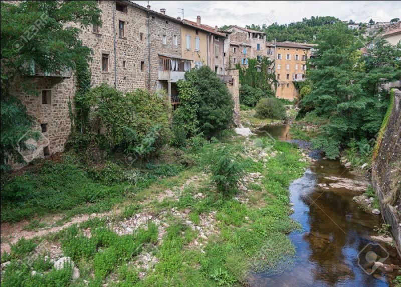 La Ligne est une rivière, d'un département dont la préfecture est Privas :