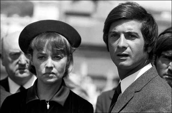 Julie Kohler (Jeanne Moreau) entreprend de se venger de ceux qui ont tué son mari, parmi lesquels Corey (Jean-Claude Brialy) : c'est ...