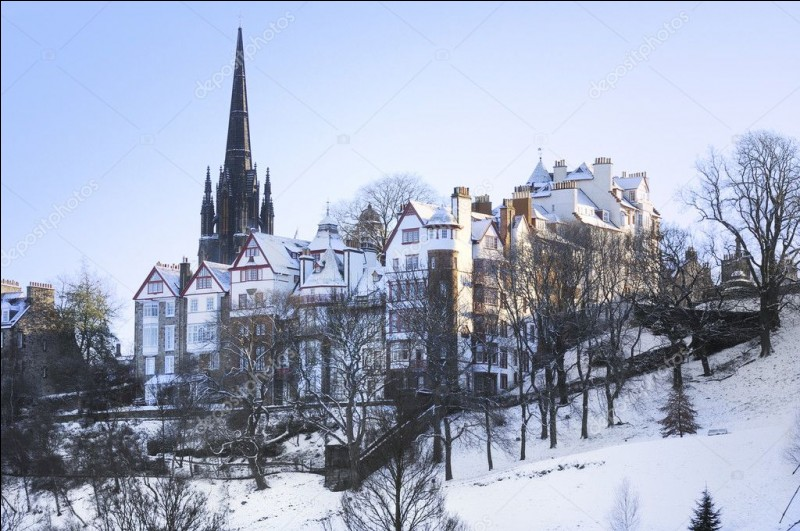 Dans la chanson de Bécaud, il a neigé sur une ville et il doit faire froid à Paris. Quelle est cette ville ?