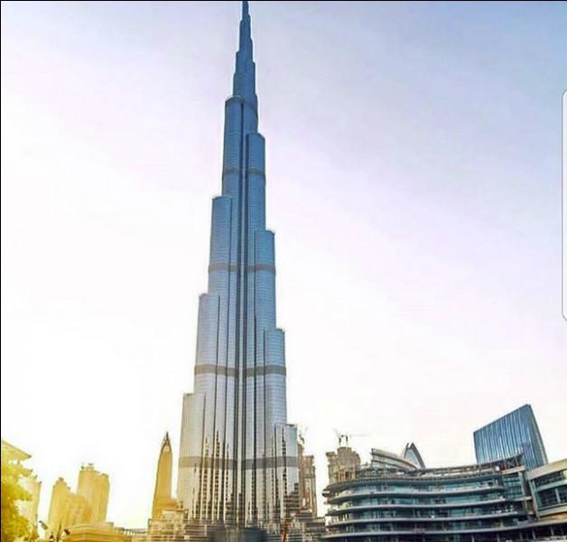 """La tour dite """"Burj Khalifa"""" est l'une des plus hautes du monde et pourtant, elle est quasiment vide (ou presque). Question classique : où et quelle hauteur ?"""