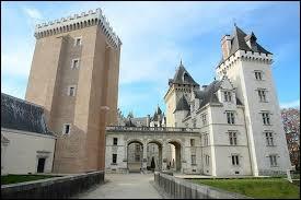Et terminons cette balade par le château de Pau se situant dans la région Nouvelle-Aquitaine. Dans quel département se trouve-t-il ?