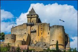 Nous voici à présent dans la région Occitanie, plus précisément en Dordogne. Quel est le nom de cette forteresse médiévale ?