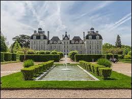 Maintenant, rendez-vous dans la région Centre-Val de Loire. Dans quel département se trouve le château de Cheverny ?
