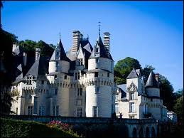 """Le château D'Ussé aurait inspiré Charles Perrault pour son conte """"La Belle au bois dormant"""". Dans quel département de la région Centre-Val de Loire se situe-t-il ?"""
