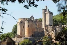 Au cœur du Lot-et-Garonne, dans la région Nouvelle-Aquitaine se trouve ce beau château. Quel est son nom ?