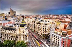 Mon premier est un synonyme de crazy en anglais.Les personnes âgées ont mon second.Mon tout est une ville d'Espagne ayant 3 225 000 habitants.