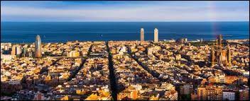 Nous terminons ce quiz avec une très grande ville d'Espagne, en Catalogne, communauté ayant failli réussir à devenir indépendante en 2017. Cette ville dépasse 1,6 million d'habitants. C'est...
