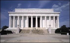 Ville du même pays, c'est la capitale. Elle est constituée de deux parties dans son nom car sans la deuxième, ce serait un des États du pays auquel elle appartient. Beaucoup de monuments en hommage aux présidents sont dans cette ville comme le Lincoln Memorial (voir photo). Elle est traversée par le Potomac River. C'est...