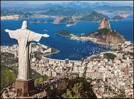 Dans le même pays, c'est la ville la plus peuplée avec plus de 6 millions d'habitants et, comme la ville de la question 5, fait partie du top 10 des mégapoles les plus peuplées du monde. Sa superficie est de 1 260 km² et sa densité de 4 836 hab/km². Un de ses symboles (voir image) est le Christ Rédempteur qui fait partie des plus belles merveilles du monde. C'est...
