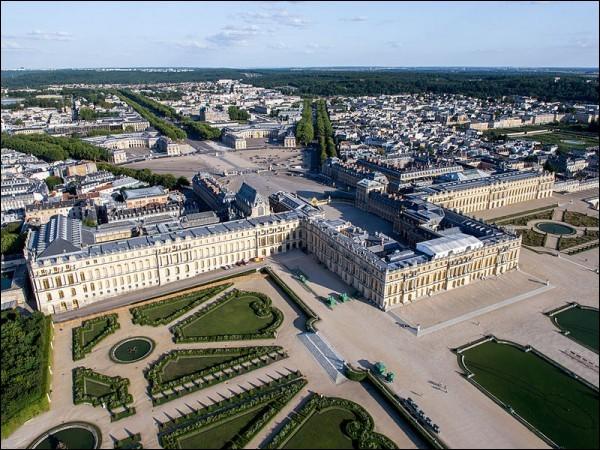 1682 > Nième Louis, grosse trouille des Parigots et nouvelle capitale : Versailles (entre nous, je n'ai jamais pu dégoter le moindre sorbet dans cette prétendue galerie !). Alors, combien d'hectares, le parc ?